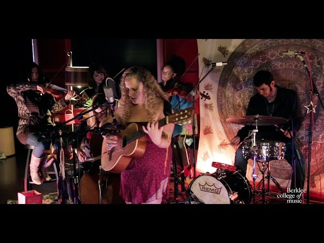 "Arielle Vakni, ""Backwards"" - Live at Cafe 939"