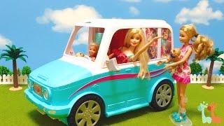 バービーの車で遊びました。ワンちゃんが遊べるお部屋に変形する 車です...