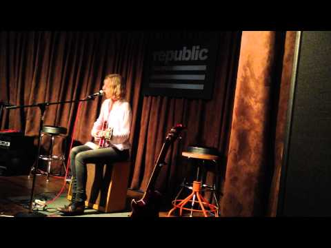 """Odessa """"I Will Be There"""" Acoustic @ Republic Records"""