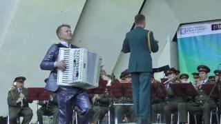 Максим Токаев и военный оркестр. Фантазия на тему цыганского романса