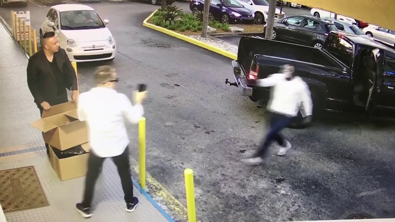 Jewelry store owner robbed at gunpoint outside Miami store ...