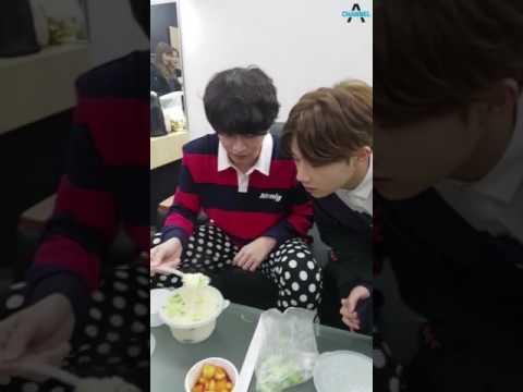 heechul & sunggyu during break