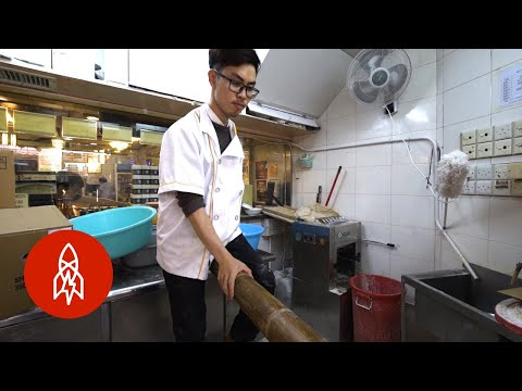 "Video Captures the Dying Art of Hong Kong's ""Seesaw"" Noodle Tradition"