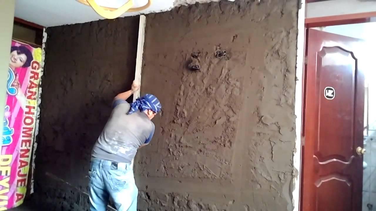 Como tarrajear o revocar una pared con cemento parte 05 08 doovi - Paredes de cemento ...