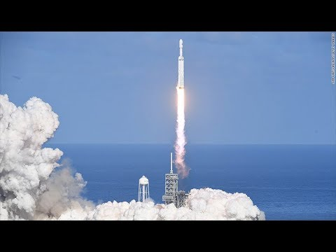 SpaceX's 1st Falcon Heavy Launch