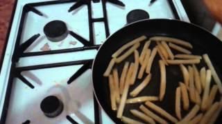 Жарим картошку фри класс👐