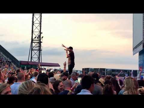 Cole Swindell - Ain't Worth The Whiskey (Live) // Jones Beach 2017