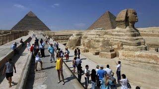 الحكومة تحمل الشعب مسؤولية اختفاء السياحة.. والمرشدين السياحيين ترد :