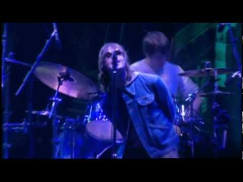 Oasis - Champagne Supernova (live in Wembley 2000)