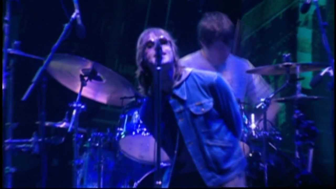 Oasis - Champagne Supernova (live in Wembley 2000) - YouTube