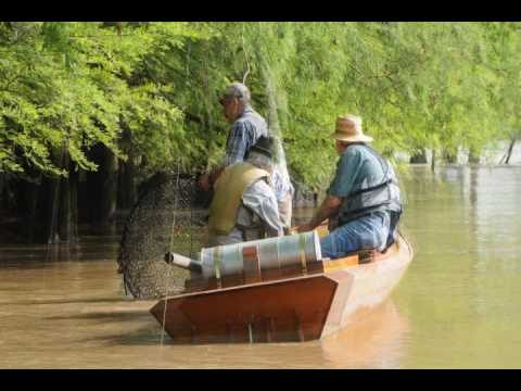 Catfish trapping with net traps doovi for Hoop net fishing