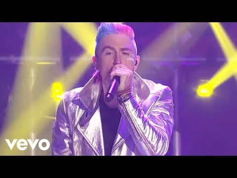 Walk The Moon - Shut Up and Dance (Live at New Year's Rockin Eve)