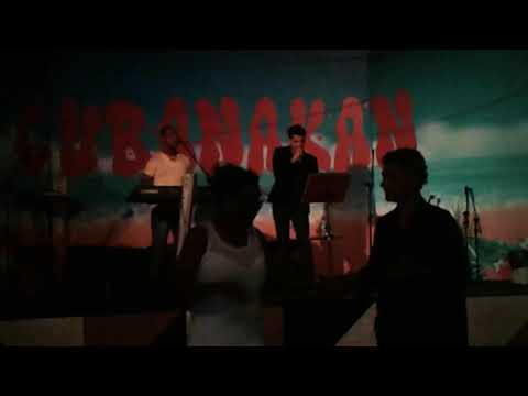 John cantando forró no Cubanakan