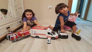 Oyuncak itfaiye arabası ambulans arabası ve polis arabası ile oyun oynadık.Oyuncak araba videoları.