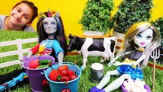 Куклы Монстр Хай на ферме. Видео для девочек