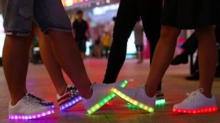 Модные кроссовки 2017. Самые хайповые LED кроссовки. Best LED Shoes 2017(, 2017-02-12T10:32:43.000Z)