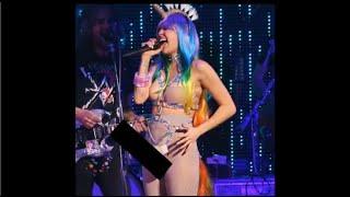 miley cyrus Tampil Bugil Saat Konser 2015