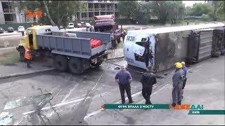 Водій фури вижив після жахливого падіння зі столичного мосту