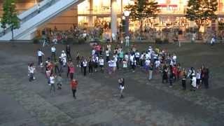 2013年6月25日 マイケル・ジャクソンの命日に川口駅前広場でBeat it!! 1...