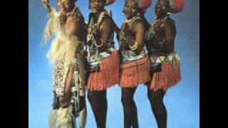 Mahlathini & the Mahotella Queens - Makhomabhaji