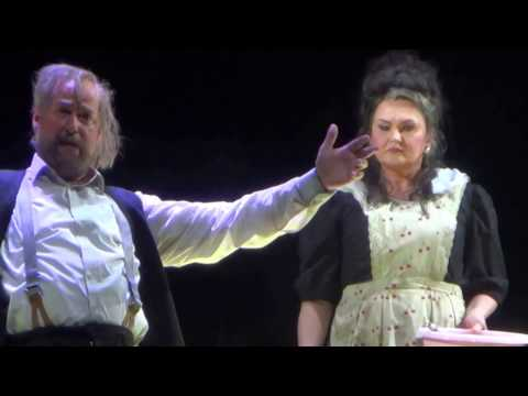 German Bass Jens Larsen as Tcherevik and Agnes Zwierko in Sorochinskaya Yarmarka 1