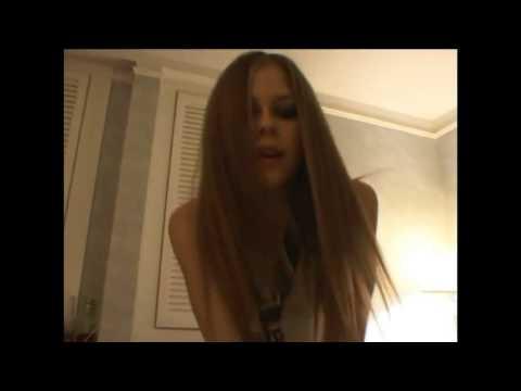 Avril Lavigne New artist award 28 Aug 2002
