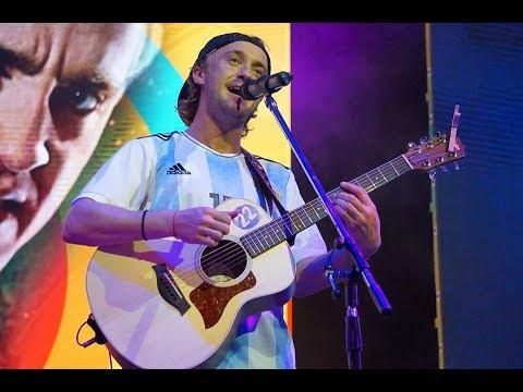 TOM FELTON SINGING AT ARGENTINA COMIC CON 2017