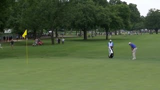 Bill Haas chips in for birdie at DEAN & DELUCA