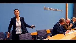 """Pressekonferenz der AfD: Frauke Petry spricht von """"Regierungsübernahme"""" und verschwindet"""