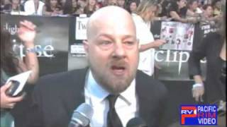 connectYoutube - Director David Slade at the Twilight Eclipse Premiere..Worried more about Twilight Fans