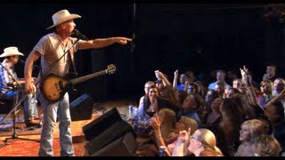 "Kevin Fowler performs ""That Girl"" on the The Texas Music Scene"