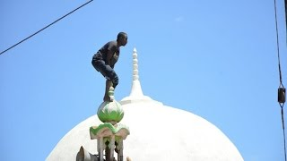 21 year old attemps suicide from Mosque's roof top