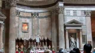 Pantheon Rome...Пантеон в Риме...Дождь из лeпестков роз 24-05-2015(Здравствуйте,рада приветствовать Вас на моём канале.В этом видео хочу показать вам божественную красоту-До..., 2015-05-26T06:04:44.000Z)