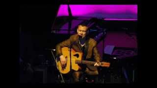 Watch David Gray Loves Old Song video