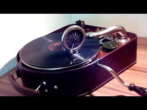 Gustavo Dudamel - Mussorgsky - The Children of Superar (Tuba)de YouTube · Haute définition · Durée:  1 minutes 28 secondes · vues 895 fois · Ajouté le 25.10.2016 · Ajouté par Deutsche Grammophon