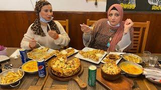 جوزي عزمني في المطعم الخاص بيه هو وصحابه
