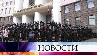 Сторонники Демократической партии Молдавии выступают против нового правительства.