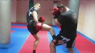 Тайский бокс Обучение - Как работать первым номером в ринге и на улице(В этом видео уроке по Тайскому боксу Обучение, ты увидишь как нужно работать первым номером в ринге и на..., 2014-02-23T09:15:49.000Z)
