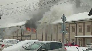 В Горно-Алтайске наградят водителя, который спас людей из горящего торгового центра.