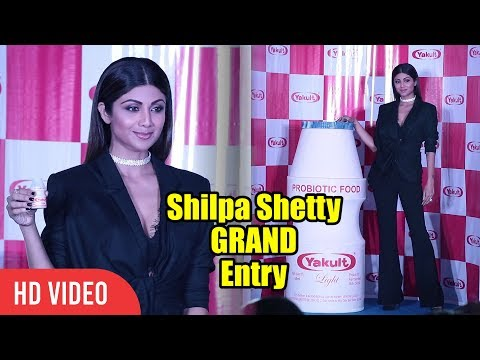 Shilpa Shetty Grand Entry At Yakult Probiotic Drink Launch