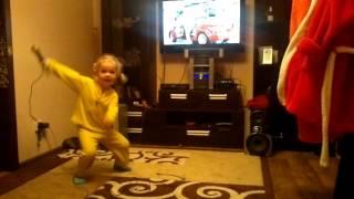 Psy - Опа гамна стайл. Четырехлетная девочка зажигает. смотрите в видео