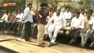 Kapu Leaders Fight With Police in Guntur