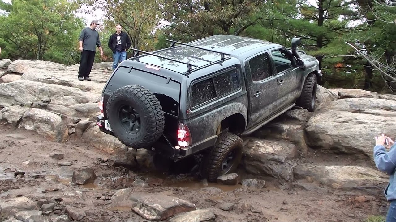 "Toyota Tacoma rock crawling with 35"" MTR's - YouTube"