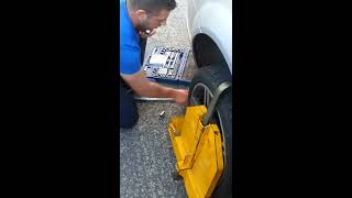 Attempted Galway car clamping against young family goes wrong.