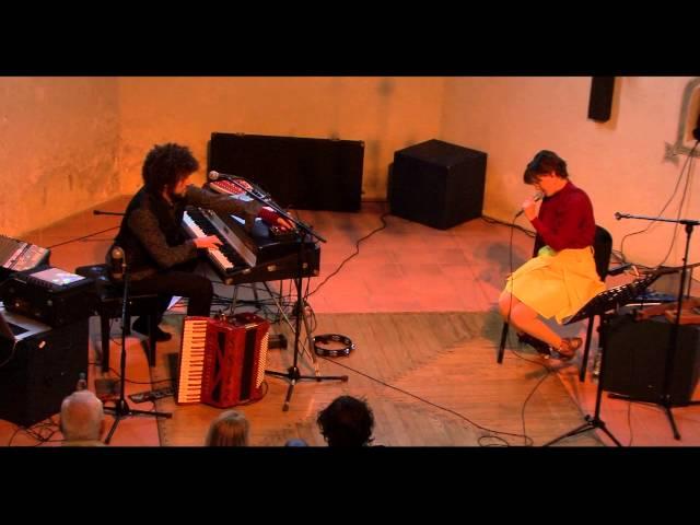 Janez Dovč & Brina Vogelnik - Sredi Noči (Live)