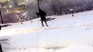 Bussene står fast i snøkaoset: Oslo-folk går på ski i gatene