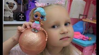 Аліса показує своїх лялечок ЛОЛ ! LOL surprise doll for kids Молодші сестрички та аксесуари