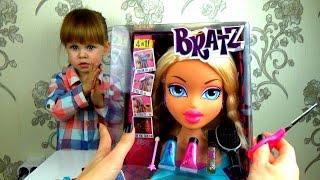 Красим волосы кукле. Игры в куклы