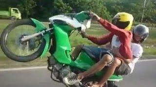 Balapan Liar Motor NEKAD balapan liar motor 2015 Terbaru Video Aksi Balap GILA