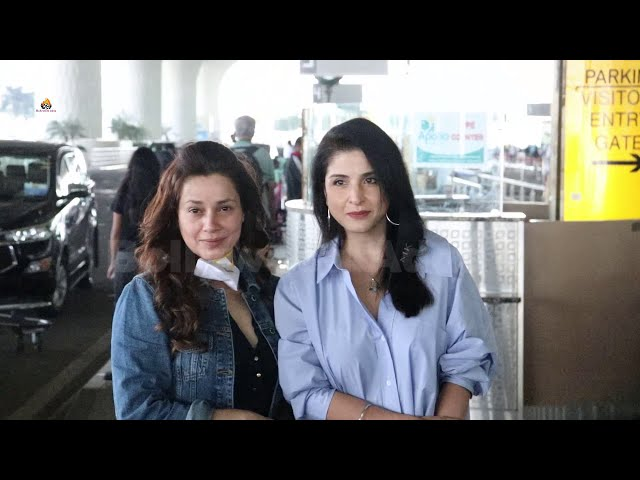 Maheep Kapoor & Neelam Kothari Spotted At Airport